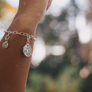 Charmarmband mit einem Leoprint-Charm, Animalprint oder Leomuster