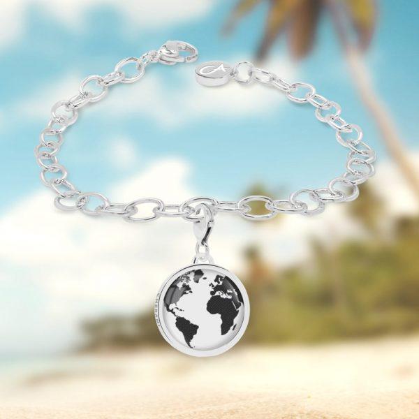 Charm-Armband mit Weltkarte als Motiv